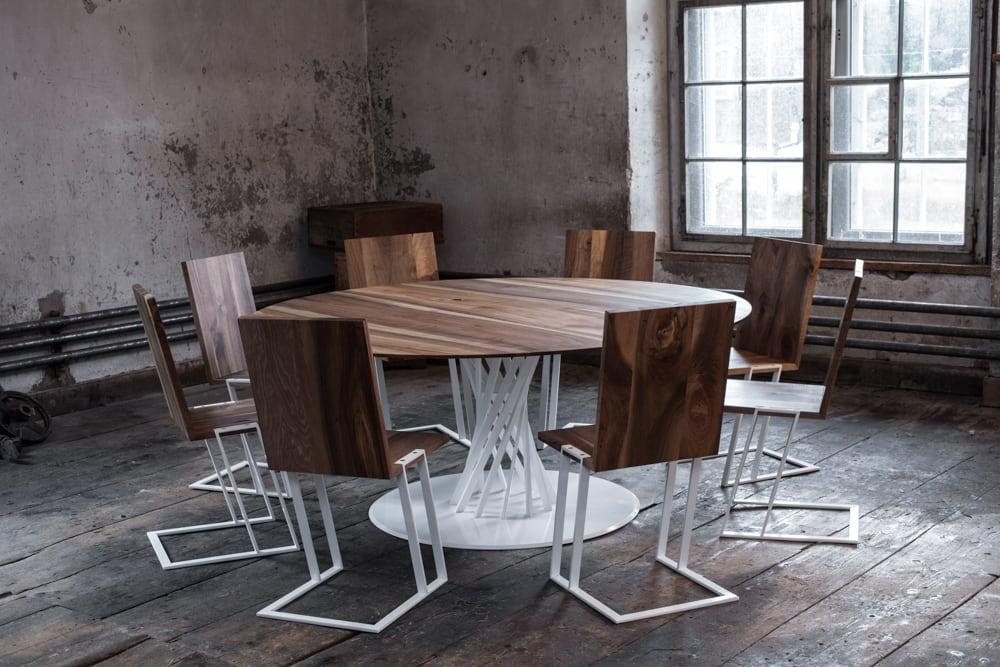Nussbaumtisch 2.20 und Stuhl 2.15